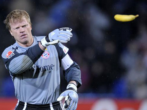Oliver Kahn was frequently showered with bananas