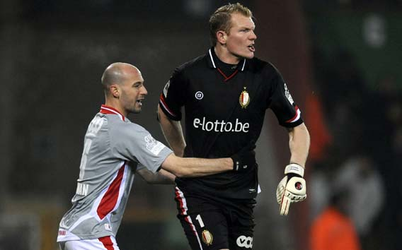Kristof van Hout, the tallest footballer in the world