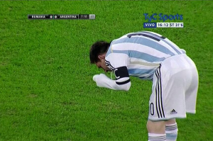 Messi throws up during Argentina match