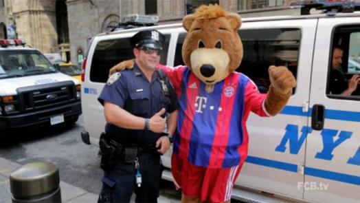 fcb mascot berni out and about in new york official fc bayern news. Black Bedroom Furniture Sets. Home Design Ideas
