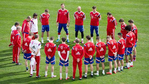Minute's silence at the Säbener Strasse : Official FC Bayern